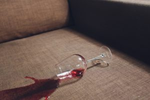 Does white vinegar remove red wine stains